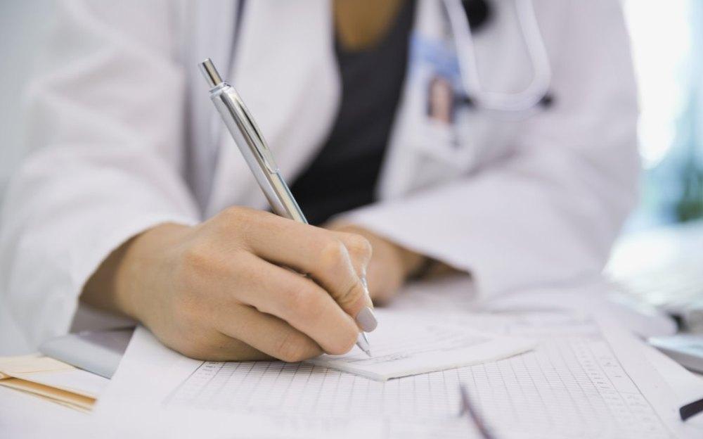 Гинеколог выдает лист нетрудоспособности