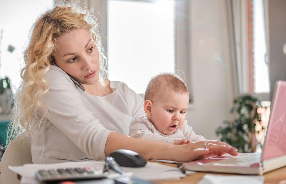 До 1,5 год мать получает пособие
